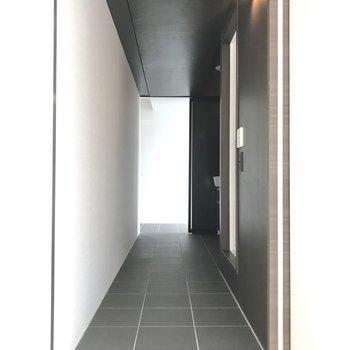 左側の廊下へ。