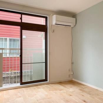 【洋室】バルコニーは両部屋にあります。