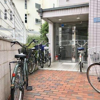 共用部】自転車はエントランス前に。