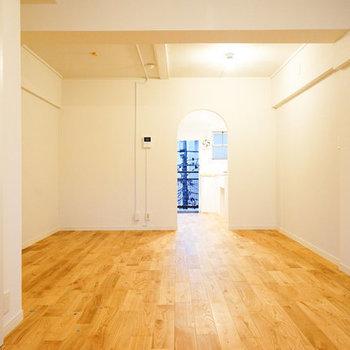 お部屋の入り口はアーチ状に※写真は似た間取りの別部屋です