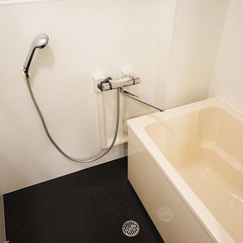 お風呂も綺麗!※写真は似た間取りの別部屋です