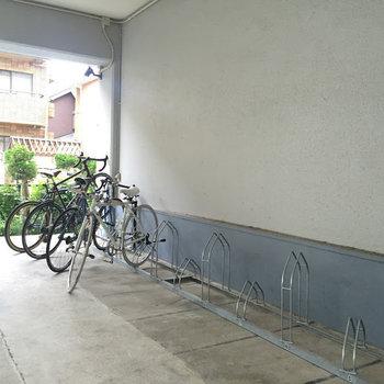 駐輪場はこちらに