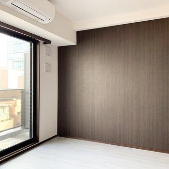 【洋室】優しい光が差し込みます。※写真は6階の同間取り別部屋のものです