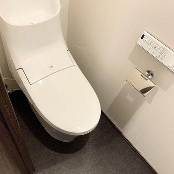 ウォシュレット付きのトイレです。