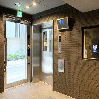 エレベーターの防犯カメラのモニターが付いていました。安心ですね。