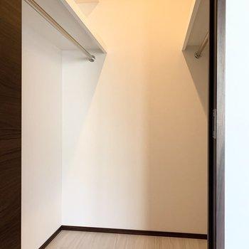 【洋室】小さいものから大きいものまでたくさん入りそうです。※写真は6階の同間取り別部屋のものです