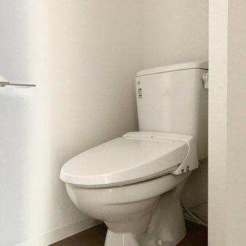 個室ではありませんが、洗濯機置き場との間に仕切りがあります。