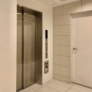2階まではエレベーターで上がれます。
