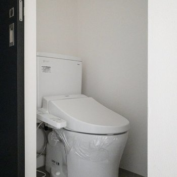 トイレは廊下に面しています。