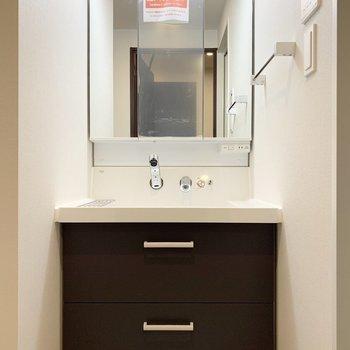 鏡面は収納なのですっきりと使えそうですね。※写真は6階の同間取り別部屋のものです