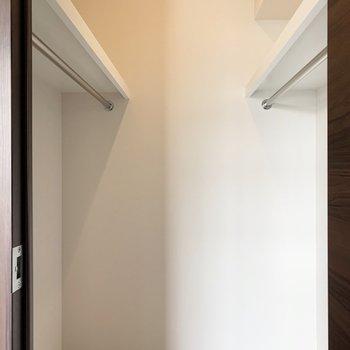 【洋室】小さなものから大きな物までたくさん入りそうです。※写真は6階の同間取り別部屋のものです