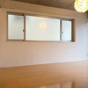 クルッと右を見ると。こちらの壁沿いに家具の配置がしやすそう。