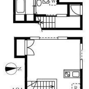 玄関とサニタリーは1階に。居室は2階にあります。