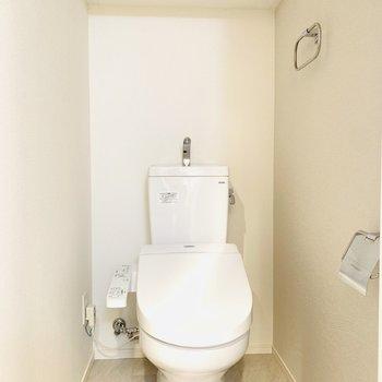 扉もついている棚は珍しい!ストックを隠せます!(※写真は9階の反転間取り別部屋のものです)