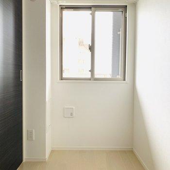 窓からの光が◎(※写真は9階の反転間取り別部屋のものです)