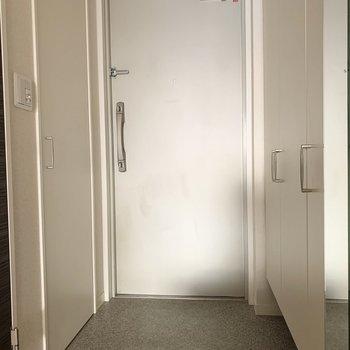 鏡のある玄関
