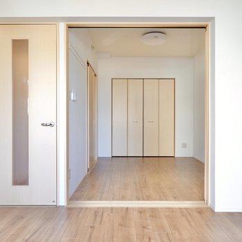 LDKには洋室が隣接。どこにいてもお互いの存在を感じながら暮らせます。