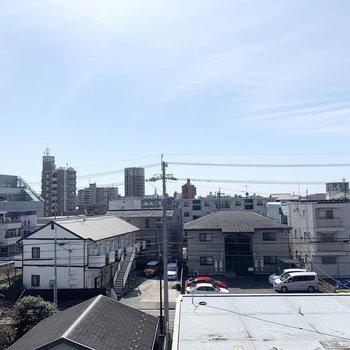 あまり高い建物がないので空の広い気持ちの良い眺望◎