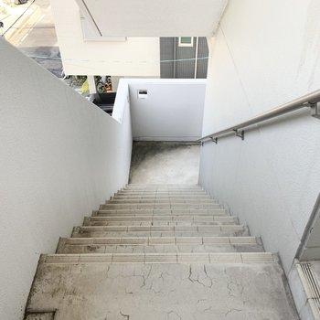お部屋までのアクセスは階段のみ。