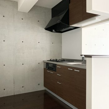 後ろの空間もゆったりしているのでキッチン家電も食器棚もしっかり置けそう◎