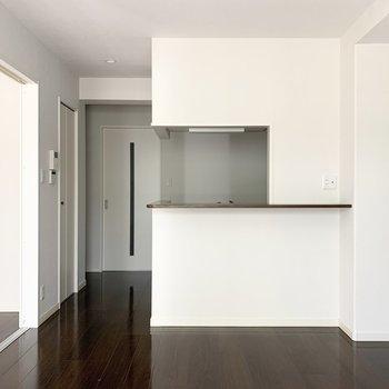 キッチンはカウンター付の対面タイプ。
