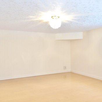 5.64帖とロフトにしてはかなり広め。天井高も体感140cmほどあるので、寝室にしても大丈夫そう。