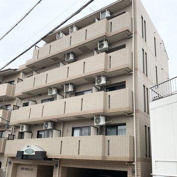 鉄筋コンクリートのマンションです。