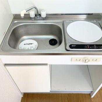 キッチンはちょっとコンパクトな単身用です。
