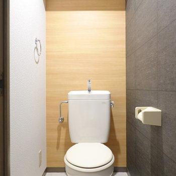 トイレも脱衣所と同じ内装。これからウォシュレットも設置されるみたいですよ!