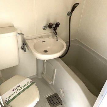 お向かいにはバス洗面トイレの3点ユニット。