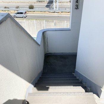 お部屋までのアクセスは階段のみです。4階なので大変かと思いきや、意外とすぐに慣れますよ◎