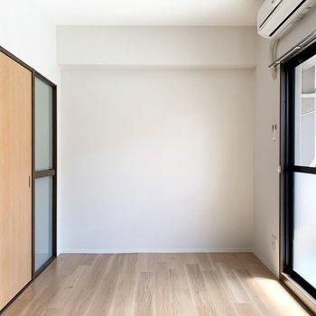 【洋5.5】南向きで明るい室内。お隣のDKと繋げてLDKにしちゃうのも良いですね◎