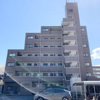 7階建ての鉄筋コンクリートマンションです。