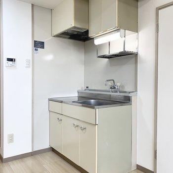 キッチンは1段上がった位置に。