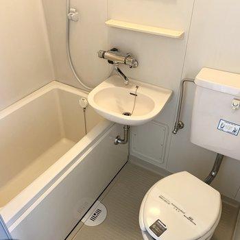 バス、洗面、トイレの3点ユニットです。