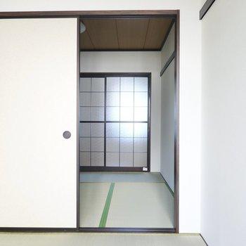 お隣、もうひとつの和室へ。