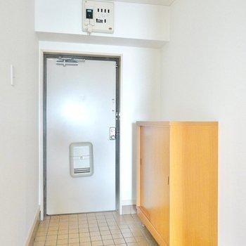 廊下もタタキも広めの玄関。荷物の出し入れが不自由無くできます。
