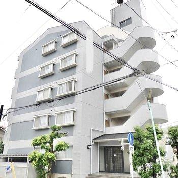 5階建てマンションの最上階のお部屋です。