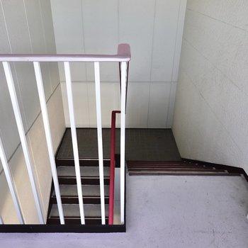 お部屋は3階でエレベーターはありません。階段はゆとりのある構造でした。