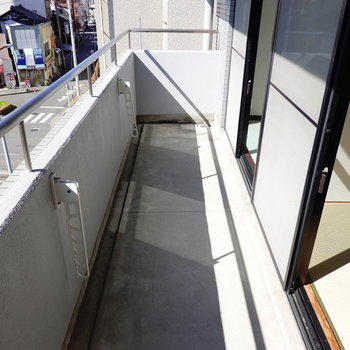 物干し竿が塀より低めにあるので洗濯物が外からの視線に晒されません。