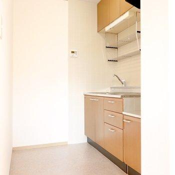 キッチンは少し奥に。生活感を遮断しやすく。