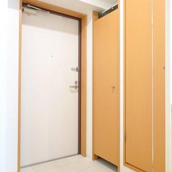 トイレは玄関の右手に。