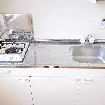 一口コンロですが調理スペースとシンクは少し広めにとられています。