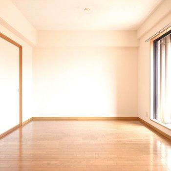 LDKは約11.7帖。窓辺にテーブルを置いて光を楽しもう。