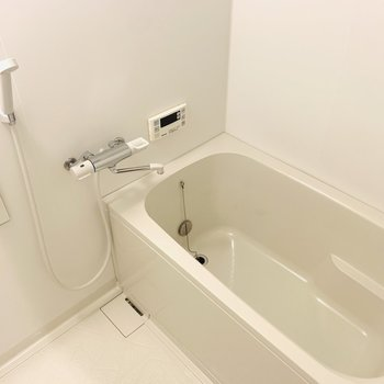 追い焚きと浴室乾燥機がついたバスルームも素敵。