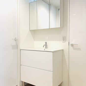 玄関入ったら素敵な洗面所がお出迎え。