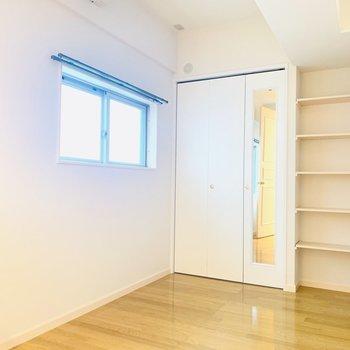 【洋5】先程のお部屋とはまた一味違った洋室。