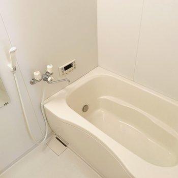 追い焚きや浴室乾燥機までついた優れもののバスルーム。