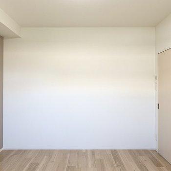 【洋7】アクセントクロスが素敵なシンプルな7帖の洋室です。