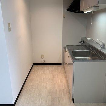 キッチンはリビング横に。シンプルで明るい空間